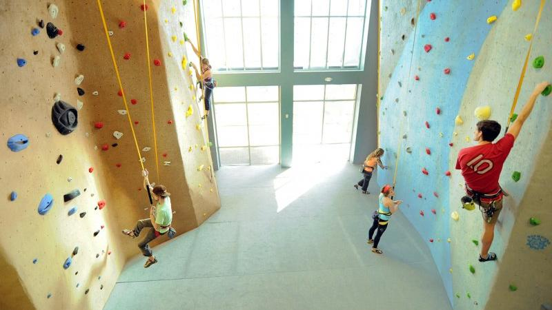 Climbing_Wall_-_High_Point_800_500_crop_fill.jpg