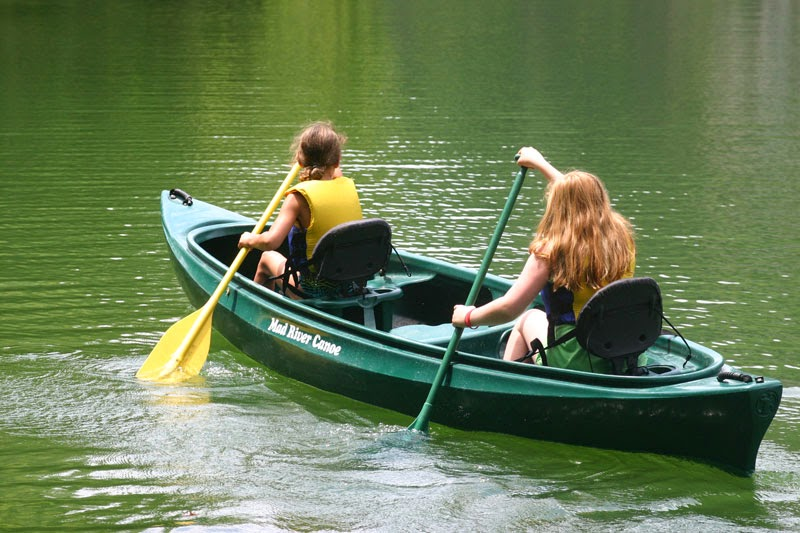 Take a canoeing adventure at Ijams Nature Center