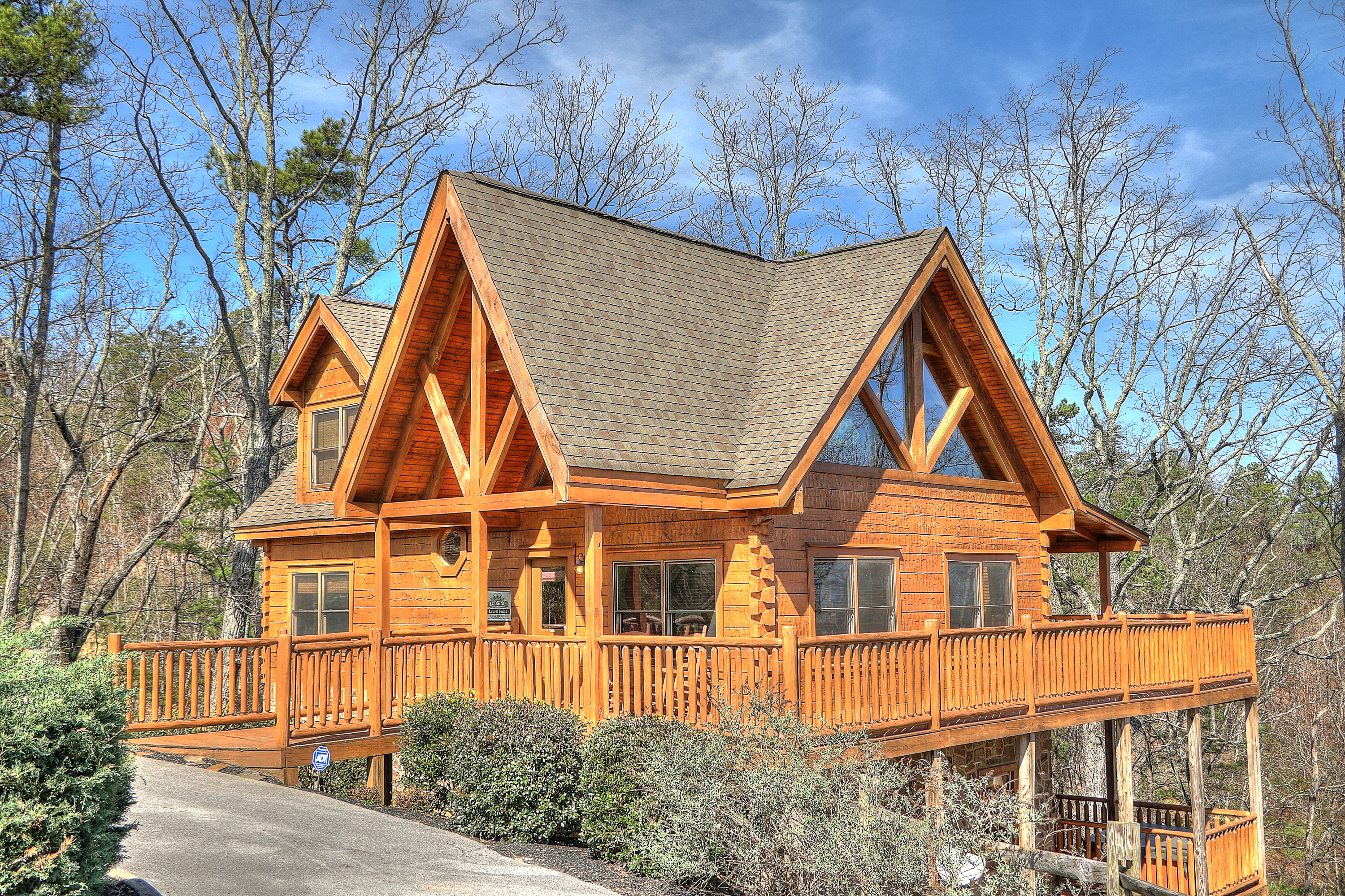 near pin cabins log with spacious knoxville in tennessee mountain rental views cabin