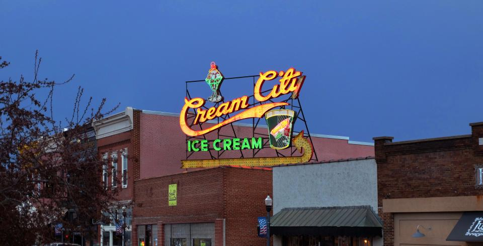 Cream City Ice Cream neon sign in downtown Cookeville TN