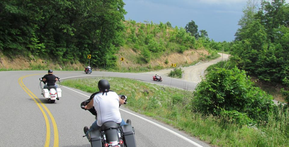 Motorcycles along the Devil's Triangle in Tennessee