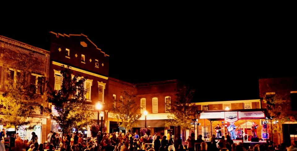 Live music on the Courthouse Square in Gallatin, Tennessee
