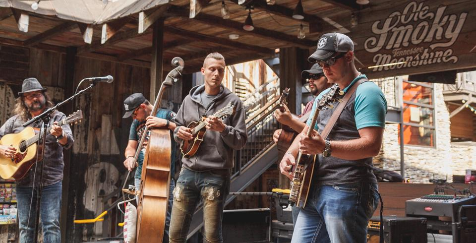 A band performs in front of Ole Smoky Moonshine in Gatlinburg, TN.