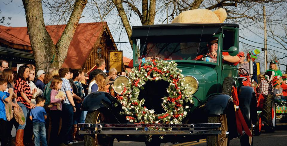 A Model Ford T with a Christmas wreath in the Leiper's Fork Parade.