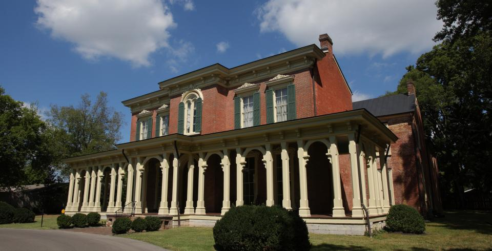 The exterior of Oaklands Mansion in Murfreesboro, TN