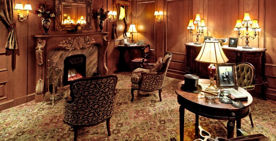 A sitting room replica at Titanic Museum Attraction in Pigeon Forge TN