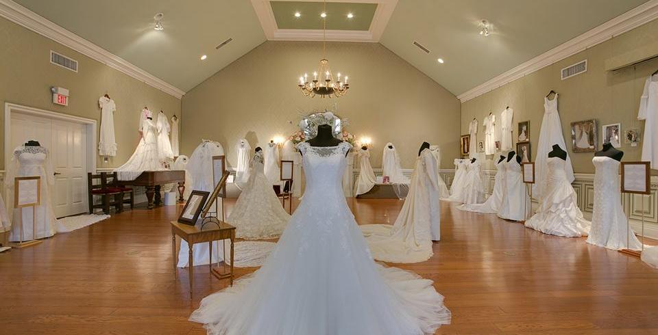 Wedding Dresses through the Decades at Oaklands Mansion in Murfreesboro