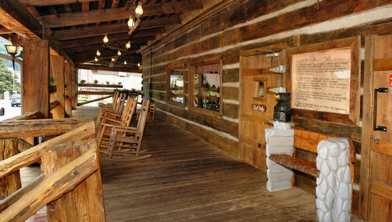 Log cabin pancake house gatlinburg in gatlinburg tn for Nascosto cabina gatlinburg tn
