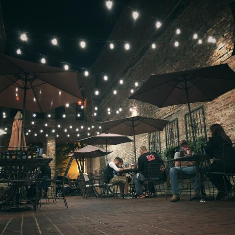 Southern Tre Steakhouse outdoor patio in Columbia TN