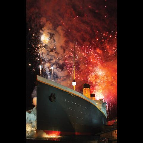 Thanksgiving 2018 Fireworks at TITANIC Museum in Pigeon Forge