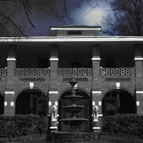 Stay the night in the Haunted Thomas House Hotel