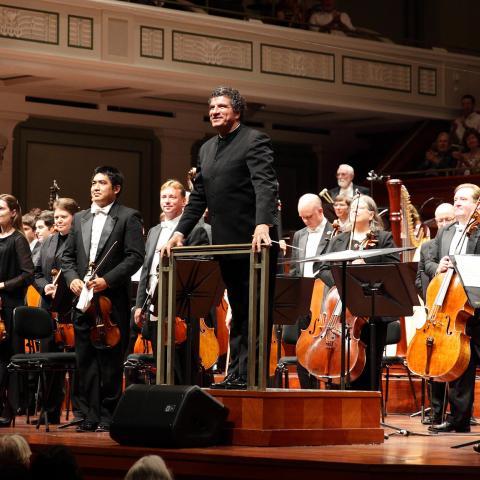 Guerrero Conducts Ravel & Leshnoff's Guitar Concerto