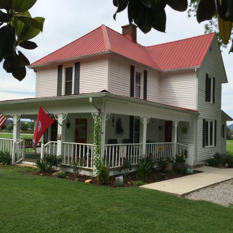 Farmhouse Inn is a lovely 1908 Farmhouse located in historic downtown Tellico Plains.