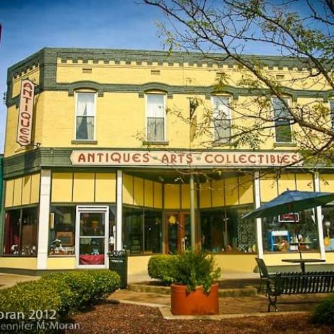 New Moon Antiques & Arts
