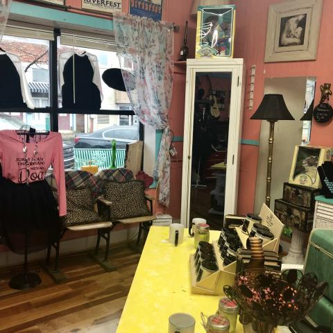 Down on the Alley Vintage Shoppe