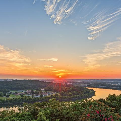 Set along the Tennessee River on Lookout Mountain, the property offers breathtaking , panoramic views of Chattanooga.