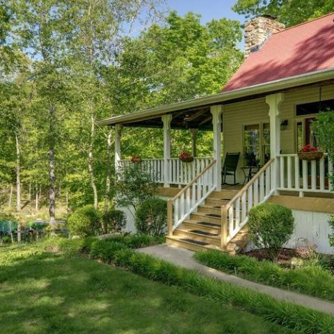 Farmhouse in the Fork