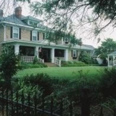 Fox Manor Historic Inn