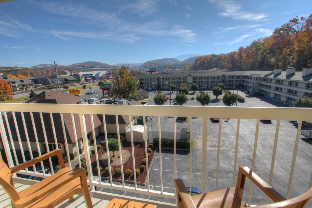 Comfort Inn Amp Suites At Dollywood Lane In Pigeon Forge Tn