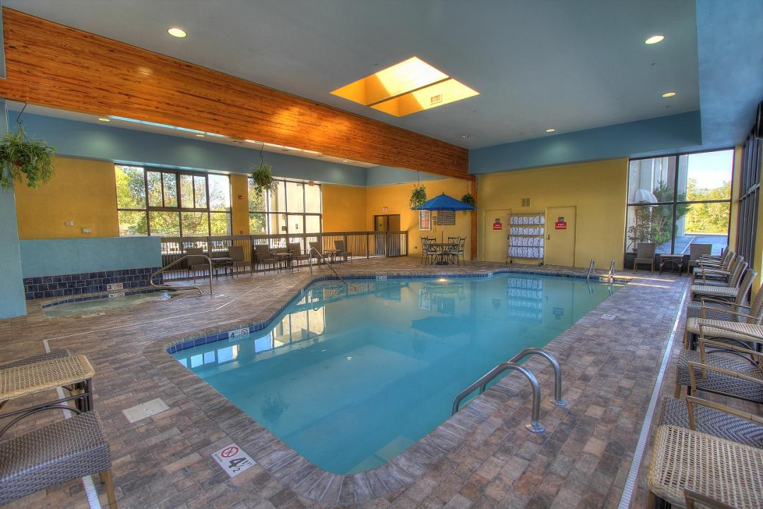 Heated Indoor Pool w Family Size Jacuzzi Tub