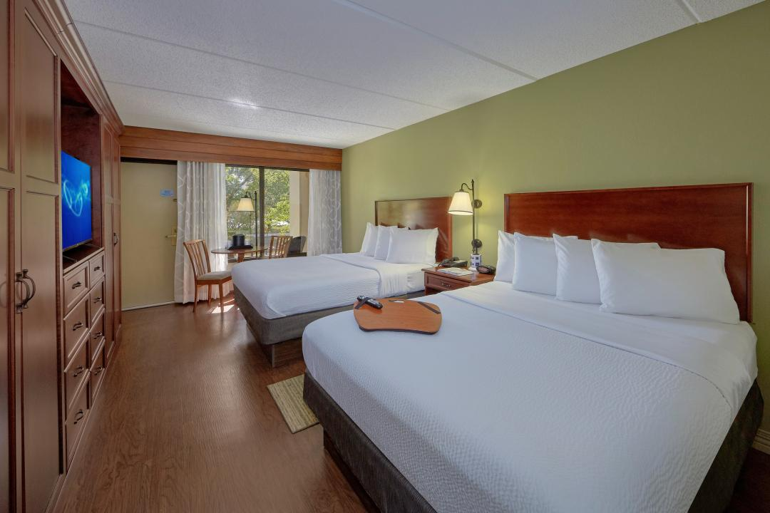 Deluxe Riverside  Double Queen Room featuring a private balcony or patio on The Little Pigeon River