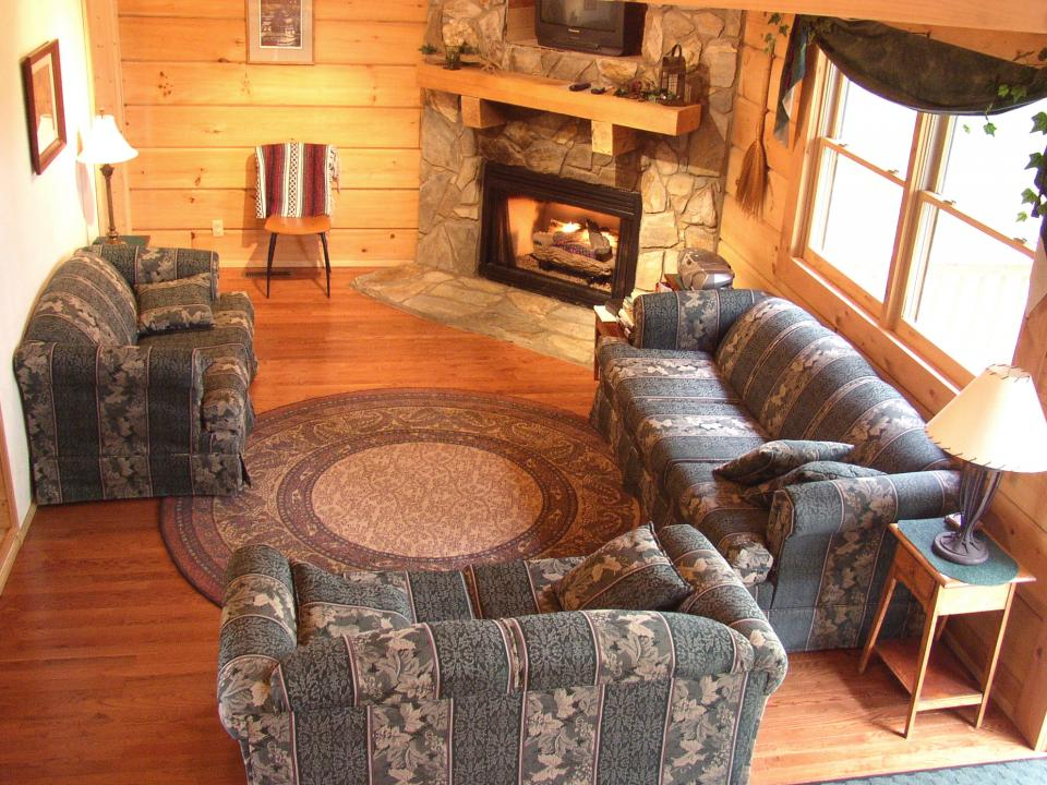 Beautiful Lake View Cabins with hottub, fireplace, grill, full kitchen, central heat/air, campfire area, and more!