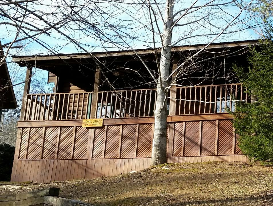 Love shack in sevierville tn tennessee vacation for The love shack cabin