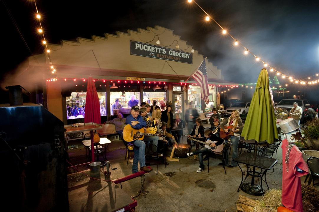 Live music in the Village of Leiper's Fork, Tennessee.