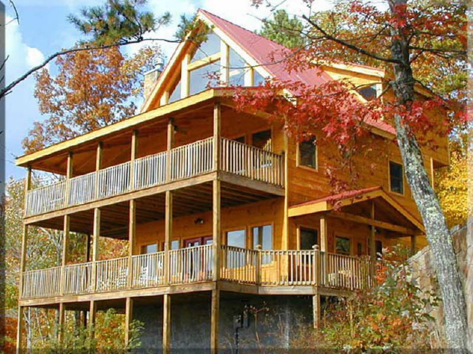 Bear camp cabin rentals in pigeon forge tn tennessee for Large cabins in pigeon forge tennessee