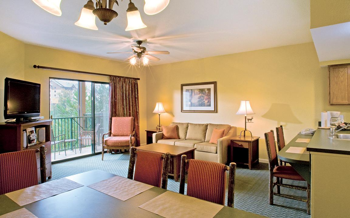 Sevierville, TN - Wyndham Smoky Moutains, Standard Dining & Living Area