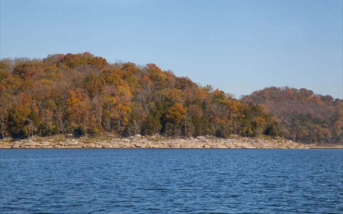 Fall color boat cruise on center hill lake by friends of for Tnstateparks com cabins