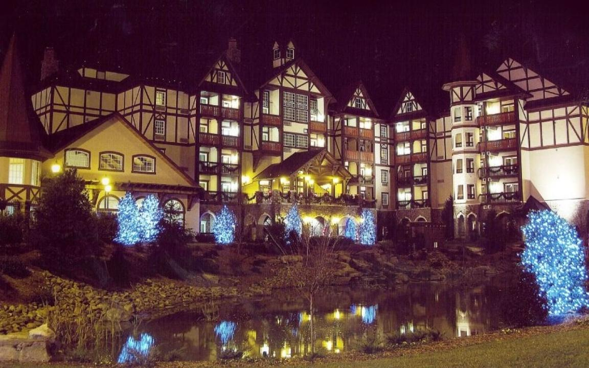 The Inn at Christmas Place at night, parkway view of the pond and hotel